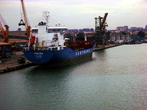 Barco en el puerto de Valencia